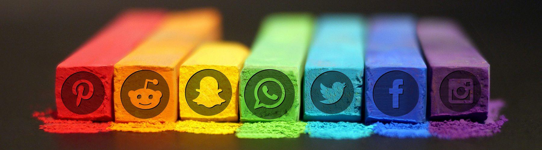 social-media-chalks-embossed-icons-1